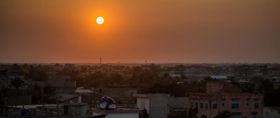 Cotonou- Crépuscule sur le quartier Fidjrossè