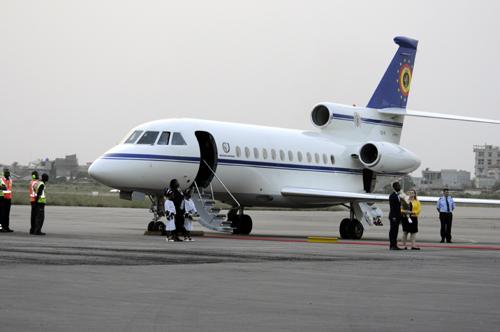 3- Atterrisage de l'avion du Président du Conseil européen à l'Aéroport international de Cotonou