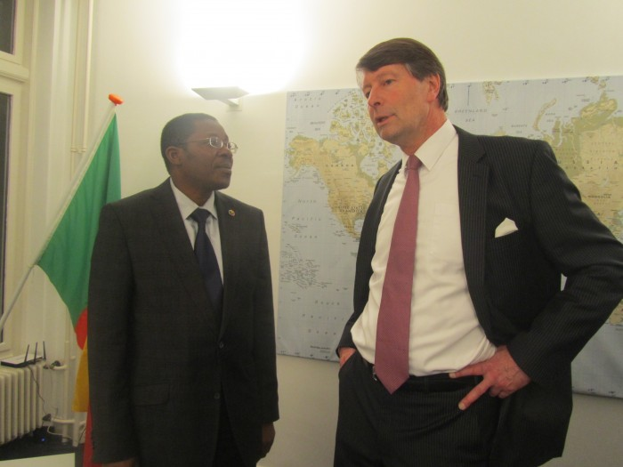 Le Ministre Bako-Arifari avec le nouveau Consul honoraire du Bénin à La Haye, M. Robbert Blij