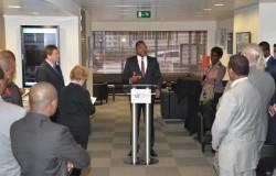 Le Ministre s'adressant aux medias et investisseurs belges
