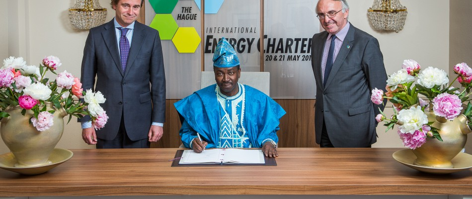 Signature de la Charte internationale de l'énergie