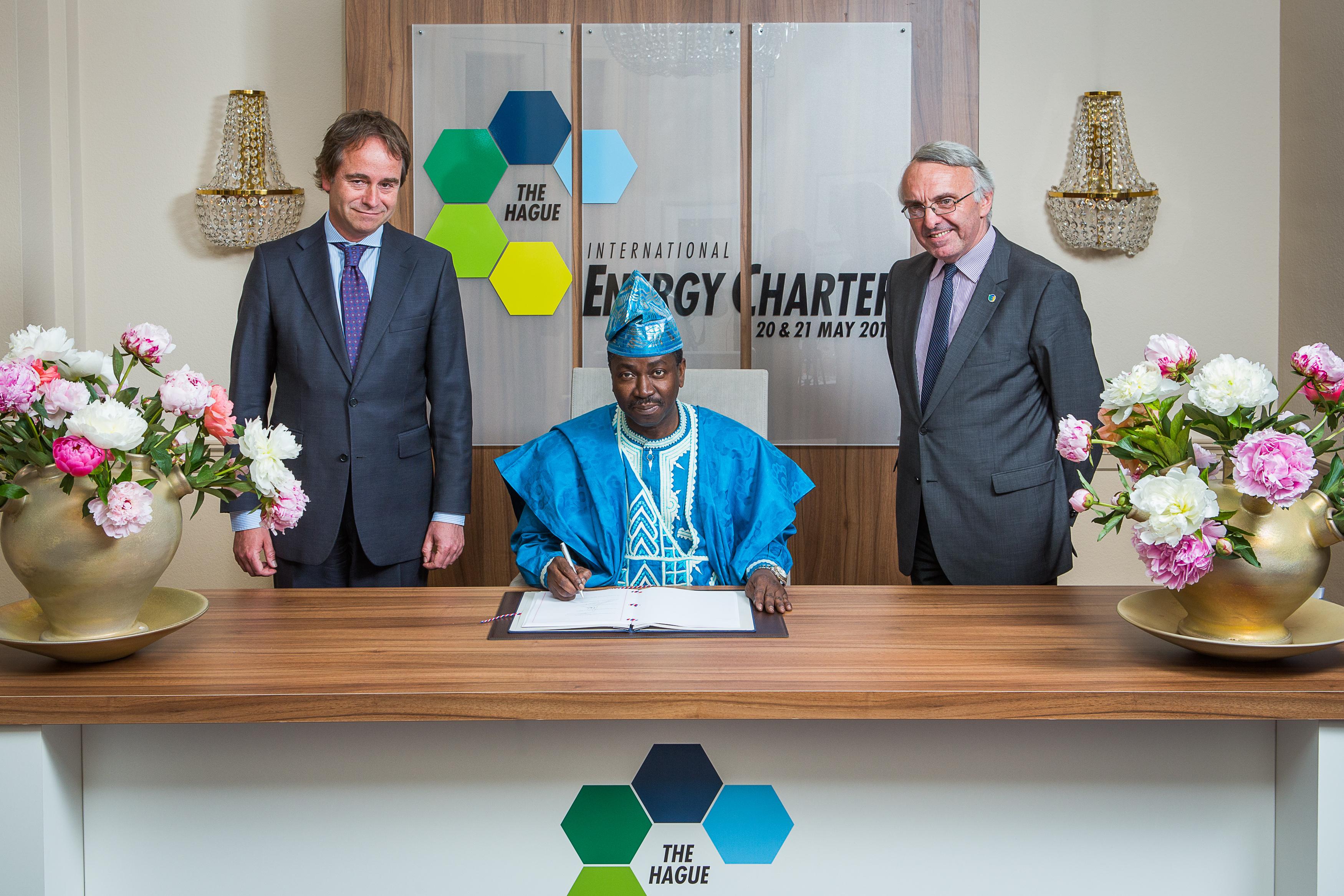 Signature de la Charte internationale de l'énergie
