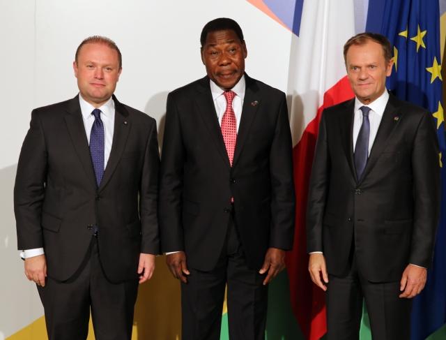 Accueil officiel du Chef de l'Etat par le Premier ministre maltais, Joseph Muscat, et le Président du Conseil européen, Donald Tusk