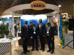 Les Ambassadeurs du Rwanda et du Bénin entourés des chefs de la Mission Commerciale du Bénin et du Rwanda